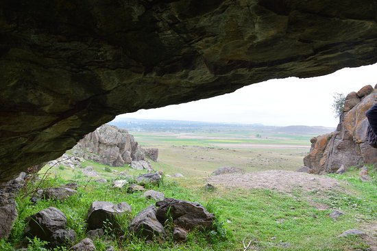 Meshgin Shahr, Иран: View towards the valley from the ceremonial cave.