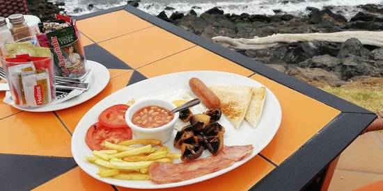 English breakfast by the sea