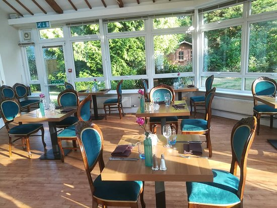 Woodlands, UK: General dining. Beautiful view