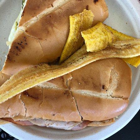 Porto's Bakery & Cafe: Küba usulü sandviç