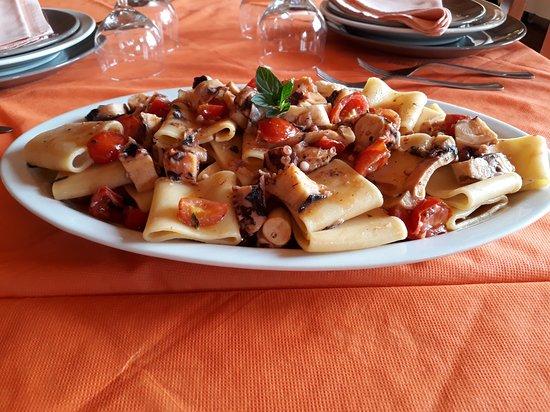 Bonarcado, Italien: Pacchetti pomodorini e polpo