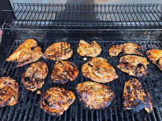Fort Benton, มอนแทนา: Chicken bbq on the grill