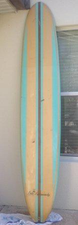 "Ship Bottom, Nueva Jersey: 1965 Duke Kahanamoku 9'6"" long board. Still going strong!"