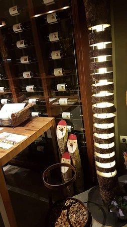Castejon de Sos, Испания: Original lámpara hecha por uno de los hijos de la familia que regenta el restaurante.