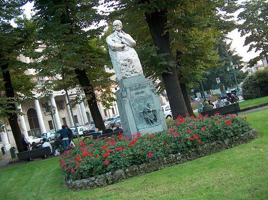 Monumento a F. Cucchi