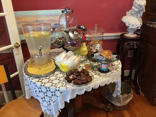 Avon by the Sea, Nueva Jersey: Goodie table in dining room