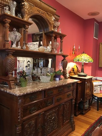 Avon by the Sea, Nueva Jersey: sideboard in dining room