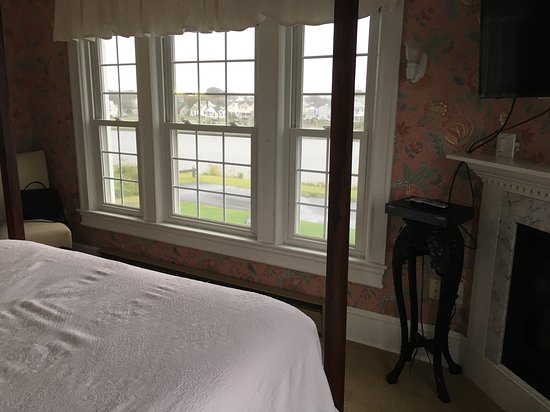 Avon by the Sea, NJ: Room 24 overlooks lake, you can also see the ocean
