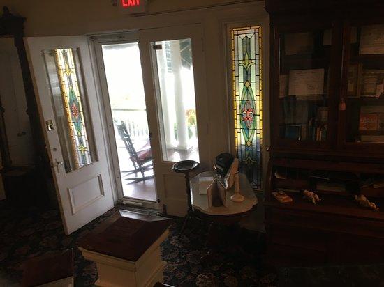 Avon by the Sea, NJ: Inside the inn front door