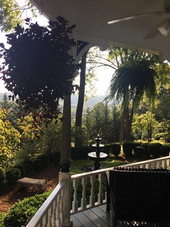 Biltmore Village Inn: View from porch for breakfast