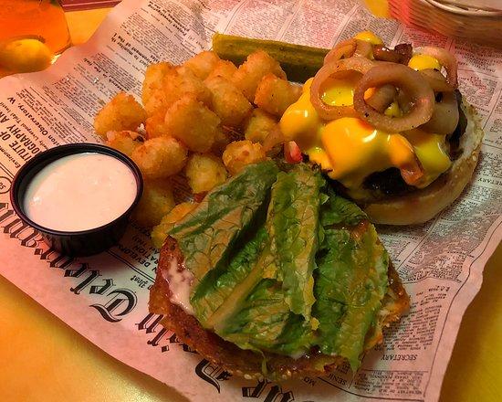 Wellington's Pub And Grill: Wellingtons - Winona, Minnesota - Wellington Burger