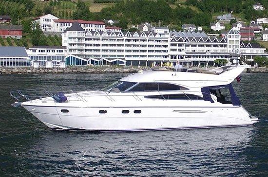 Fjord cruise på Hardangerfjorden og...