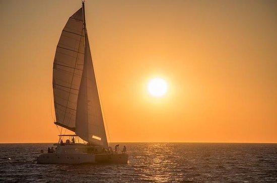 Santorini Sailing Cruise en catamaran...