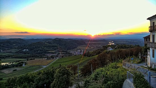 Gabiano, Italie : Sunset from the terrace