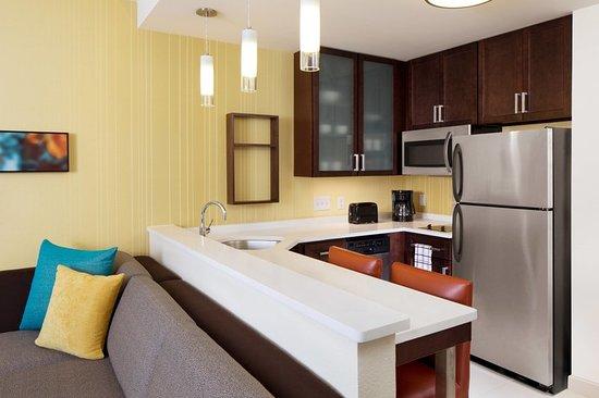 Glendale, WI: Suite