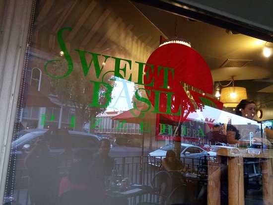 Sweet Basil Pizzeria: View of restaurant from outside