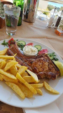 Mirthios, Greece: Schweinekotelett