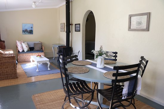 Grabouw, South Africa: Starking cottage living area