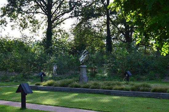 Вюгт, Нидерланды: versieringen in de tuin