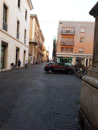 Arco d'Augusto: полиция