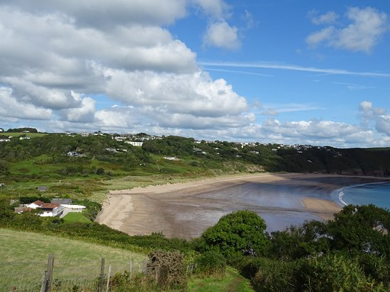 Freshwater East, UK: The beach viewed from the coastal path towards Stackpole