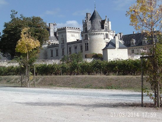 Breze, Prancis: vue de côté (parking)