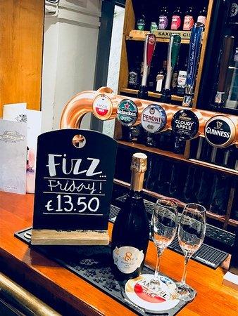 Kislingbury, UK: Every Friday is Fizz Friday