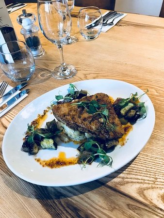 Kislingbury, UK: Tuna with roast vegetables and crushed new potatoes