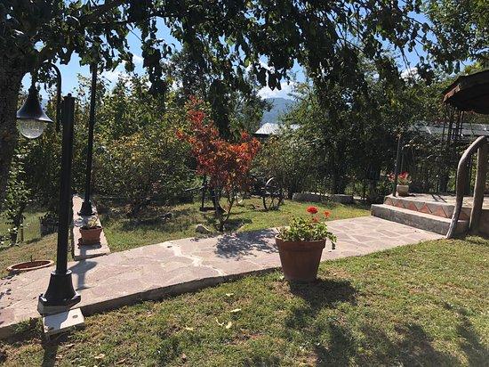 Corte Brugnatella, Italien: Il giardino