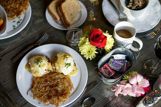 The Barn: Breakfast time!