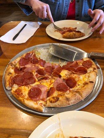 "Lusk, Ουαϊόμινγκ: 12"" Pepperoni and Canadian Bacon"