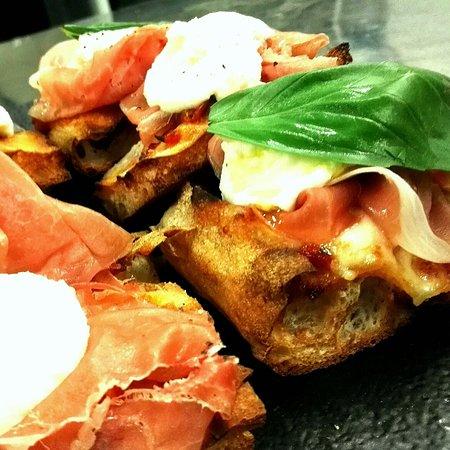 Cosio Valtellino, Italy: ImpastoCrunch® non è una semplice pizza... È a metà tra una teglia e una pala romana con cottura