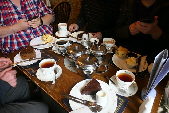 Muker, UK: Tea (ordinary and Earl Grey), coffee, chocolate, cakes and cream tea with scones