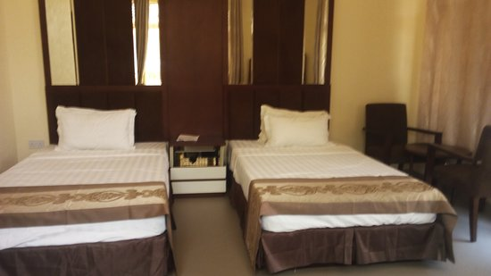 Landmark Hotel Matema Beach: well furnished twin bed bedrooms with large windows.