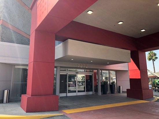 Commerce, CA: Hotel Entrance