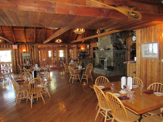 Oquossoc, Мэн: stunning dining room