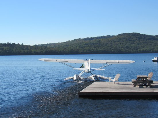 Oquossoc, Мэн: got to watch a sea plane take off. pretty cool