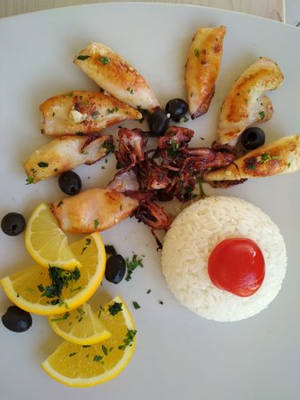 Budva Municipality, مونتينيغرو: grilled seafood with rice
