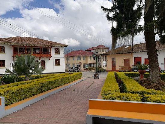 """Fomeque, Колумбия: La Posada"""" El Oasis"""" desde el Parque Jesús Maestro"""
