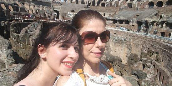 Colosseum: mae e filha admirando o passado!