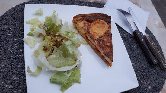 Roquefixade, France: Tarte chevre tomate