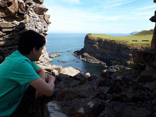 Dunluce Castle: Visão da costa da lateral direita