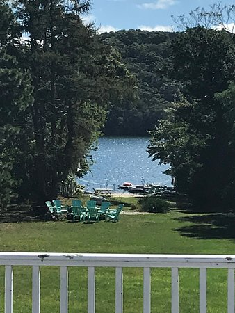 Scargo Manor Bed and Breakfast: View from private deck looking at Scargo Manor private lake beach
