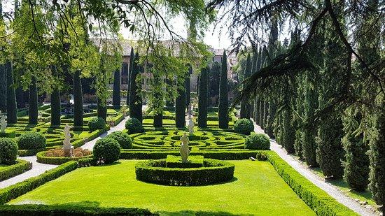 Delightful tranquil garden foto di palazzo giardino giusti