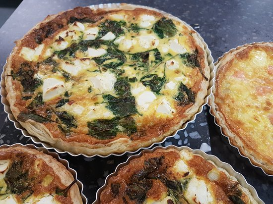 Cable Bay, Nova Zelândia: Quiches freshly made