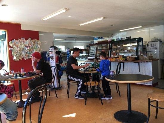 Lake Hawea, نيوزيلندا: Busy cafė