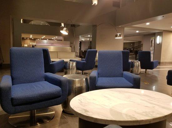 Newark, Californië: The lobby