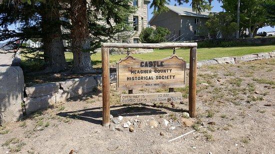 White Sulphur Springs, MT: Castle