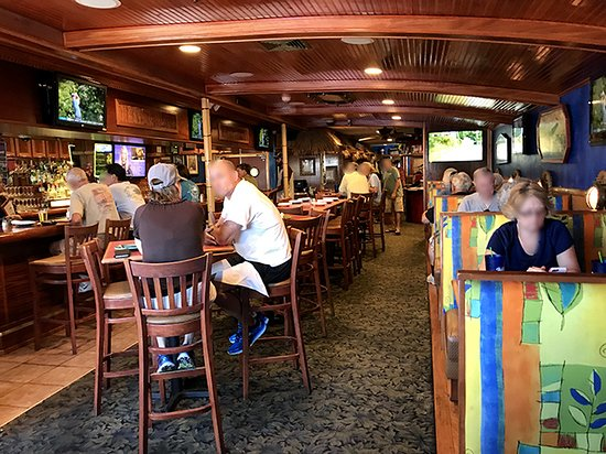 Jack Mackerel's Island Grill: Nice atmosphere. But avoid the tables (left) as they're uncomfortably high. Get a booth (right).