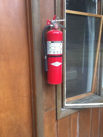 Pahaska Teepee Resort: Scary ... fire extinguisher outside the room